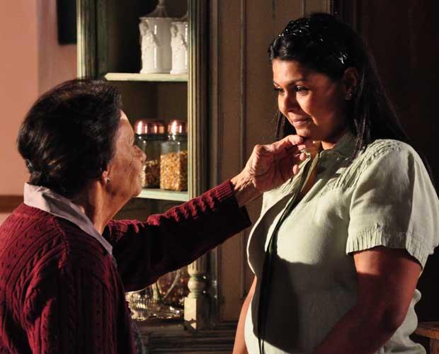 Aspásia fica triste e Mariquita a consola