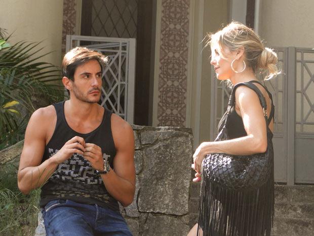 Natalie sugere que Douglas invista em Bibi