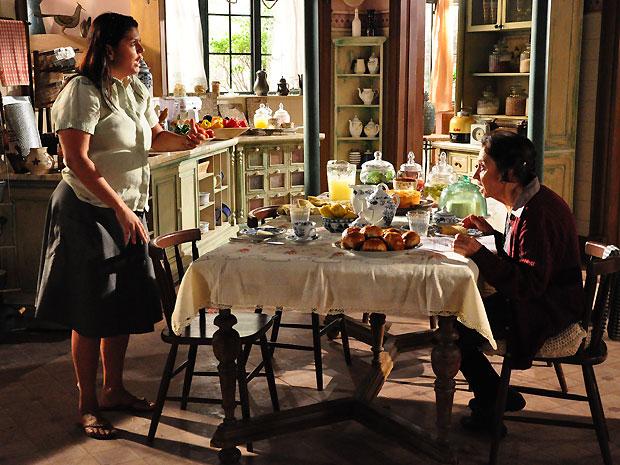 Mariquita conta a Aspásia que Estela está grávida