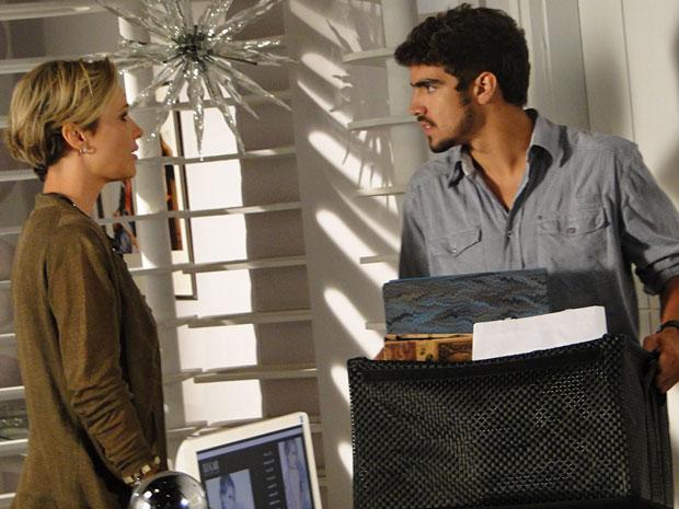 Edgar se despede de Luisa e ela se desespera