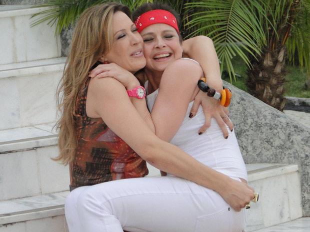 Jaqueline abraça Teresa Batalha