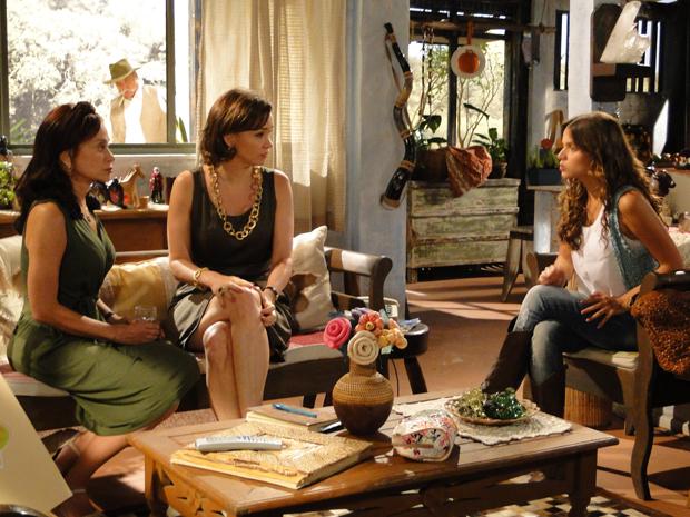 Amélia pede a Pérola que ainda não revela a Cirso que Max é o responsável pela explosão da mina