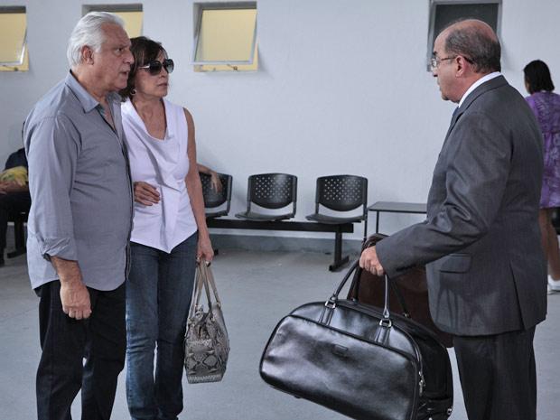 Raul e Wanda confusos e preocupados: por que Pedro fez isso?
