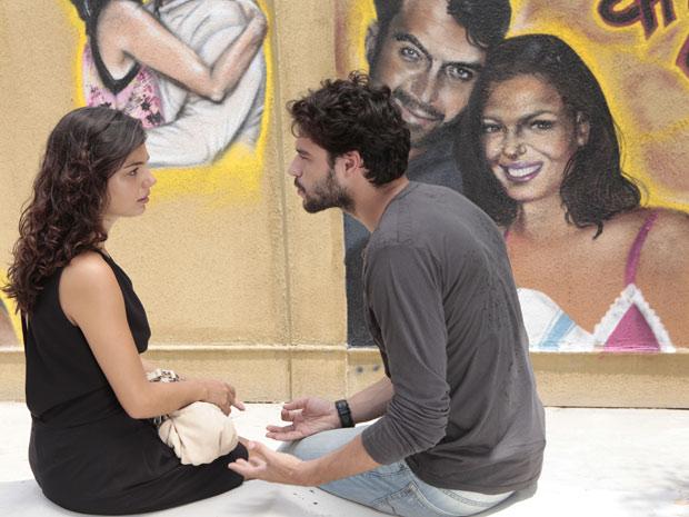 Renato se declara para Marcela mas pede liberdade