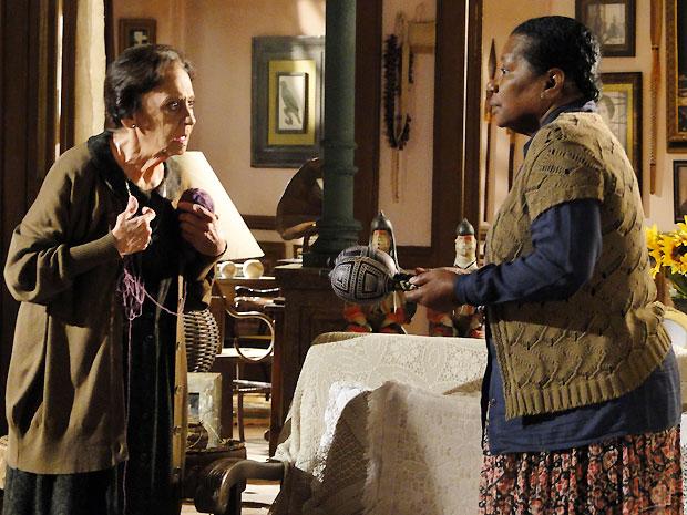 Mariquita resolve arrumar um emprego para Yvete, que se emociona