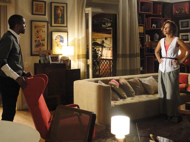 Carol revela que André é o pai do filho que ela espera