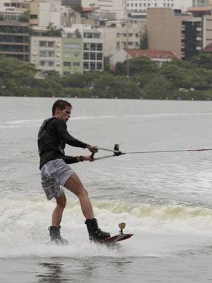 rafa pratica wakeboard