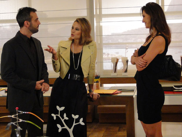Marina apresenta Úrsula a Júlio