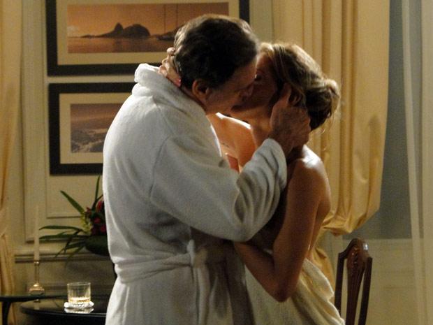 Cortez e Natalie curtem manhã juntos em hotel de luxo