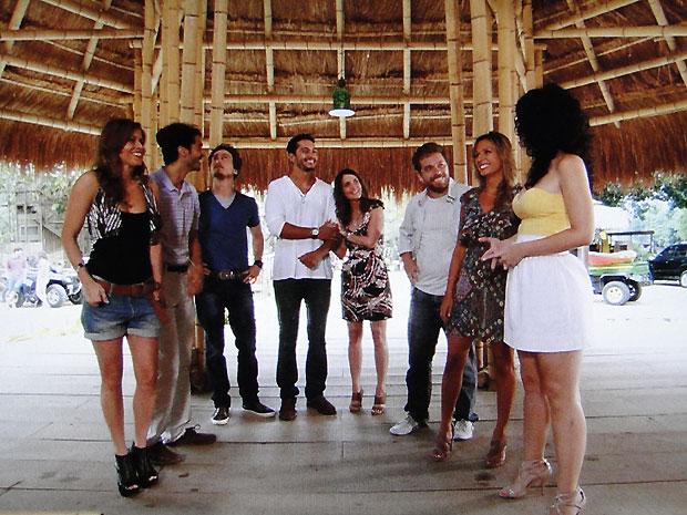 Fred apresenta a igreja de Girassol aos amigos