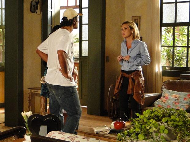Júlia diz a Abner que existe um tesouro em suas terras e tenta fazer um acordo