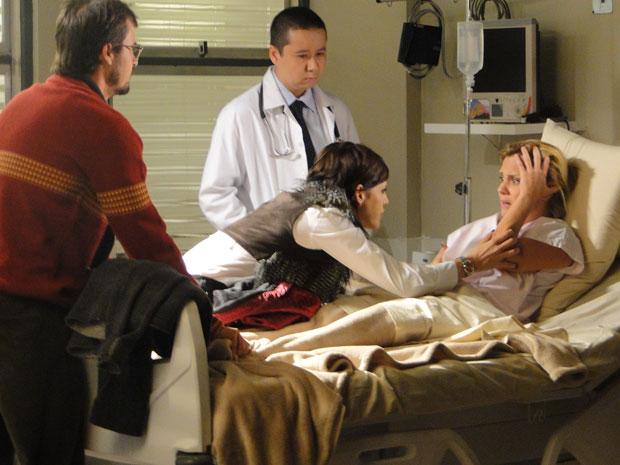 Júlia fica desesperada ao receber a triste notícia no hospital
