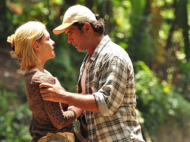 Júlia e Abner se apaixonam à primeira vista na trama