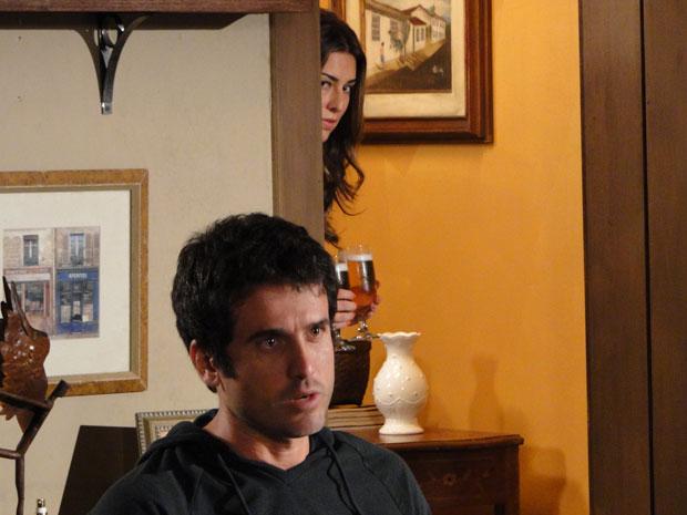 Irene escuta Pedro falar de Marina