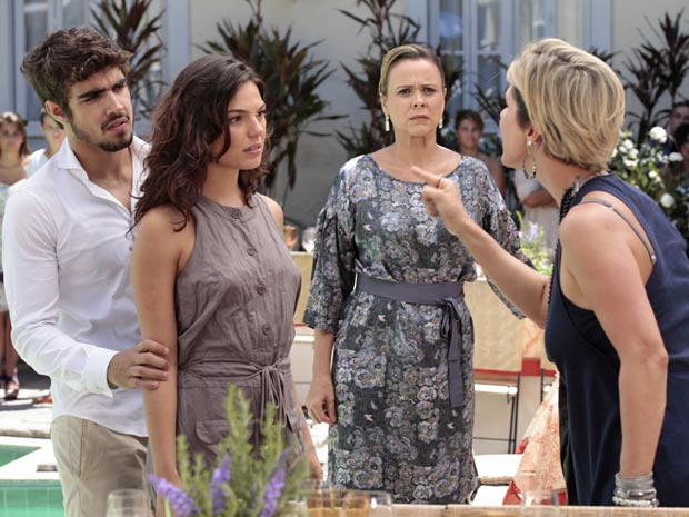 Luisa e Marcela discutem feio na festa de Edgar