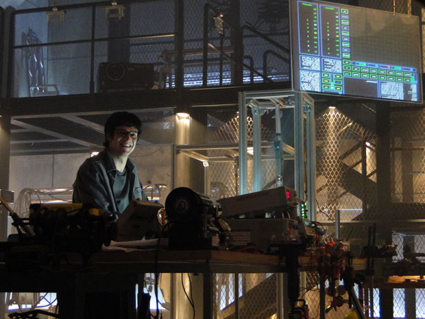 Ícaro não perde tempo e vai ao laboratório para iniciar construção de robô