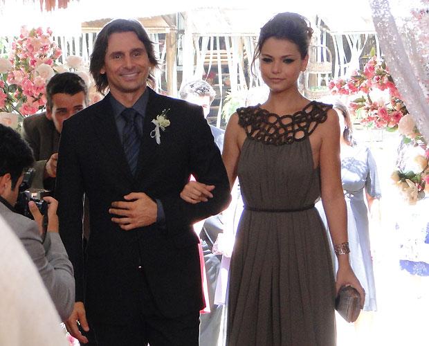 Os padrinhos vão chegando. Primeiro, Solano e Manuela...
