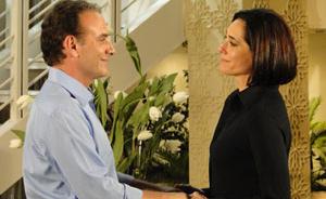 Gino e Rebeca reatam e decidem ser eternos namorados, morando separados (Insensato Coração/ TV Globo)