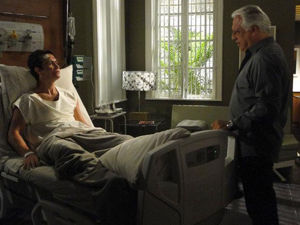 Raul diz a Léo que Afrânio está morto