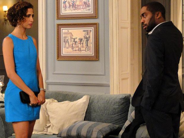 Carol discute com André