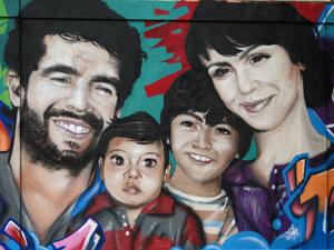 Pintura do muro é de autoria de Renato
