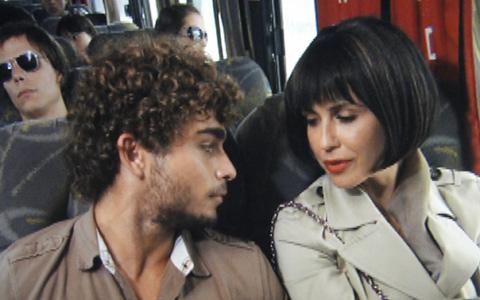 Disfarçada, Luisa foge com novo amor (Ti-ti-ti/TV Globo)