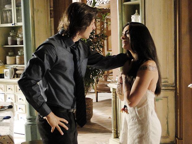 Estela vai às lágrimas ao perceber que Solano está decidido a cumprir a maldição