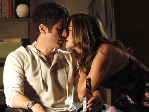 Irene tenta seduzir Pedro