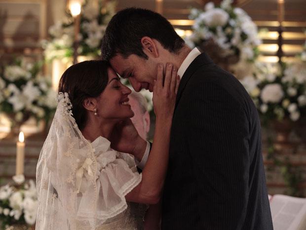 Marcos não segue o conselho da mãe e se casa com a amada Natália