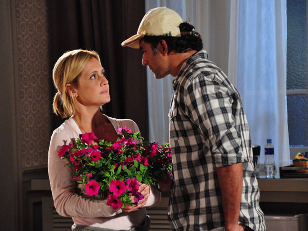 Júlia e Abner parecem estar começando a se entender