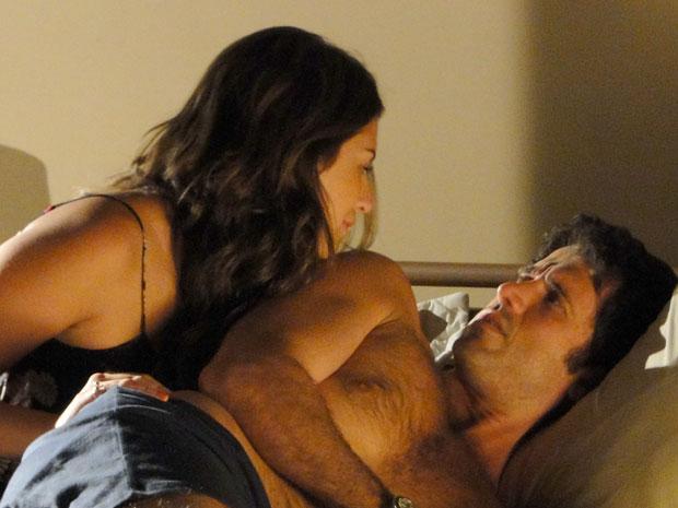 Irene tenta seduzir Pedro mais uma vez, em vão