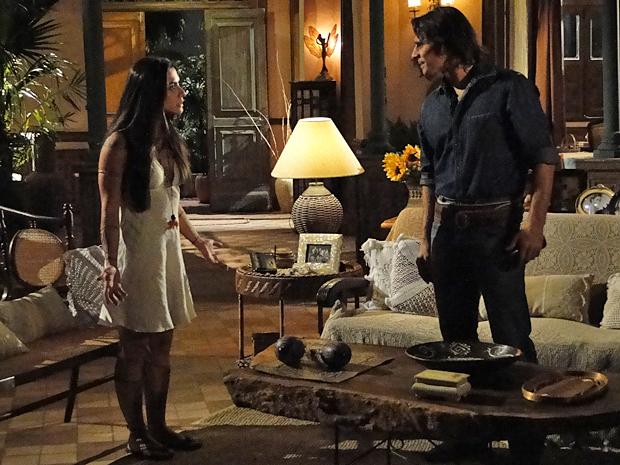 Solano conta a Estela que Vítor foi baleado por Max Martinez
