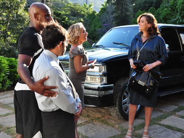 Duda Aguiar é recebida pela equipe do Spa Preciosa em sua chegada