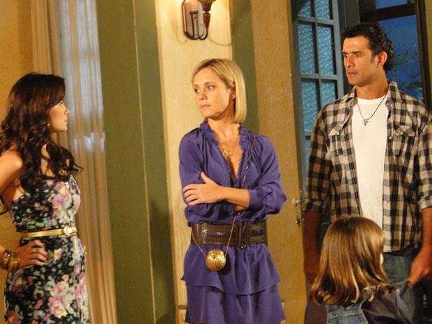 Celeste e Júlia se desentendem antes mesmo do início do jantar