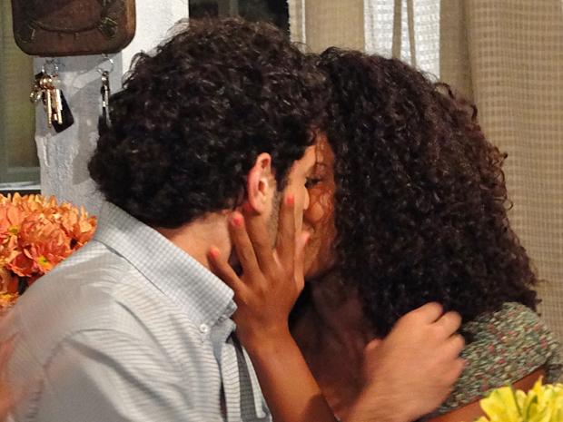 Ricardo aceita o pedido para se casar com Ametista