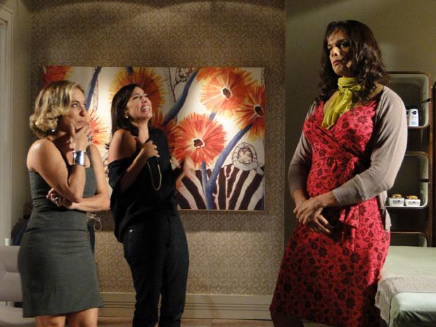 Élcio não escapa das piadas de Augusta e Carolina ao se transformar em Elaine