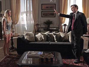 Cortez perde a paciência e deixa Natalie sozinha no quarto