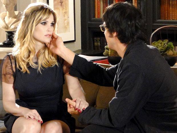 Naomi conversa com Leandro