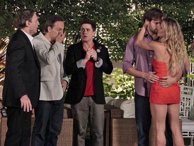 Natalie aproveita o fã apaixonado para deixar Cortez louco