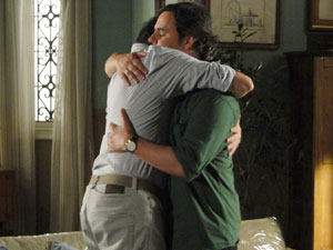 Gabino dá abraço em Kléber