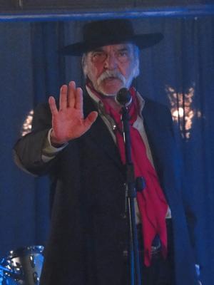 Max discursa para a população de Girassol