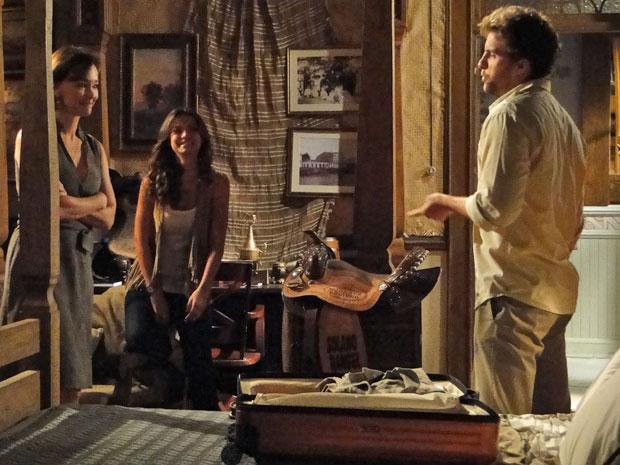 Vitor avisa Amélia e Manu que quer se mudar para Tocantins