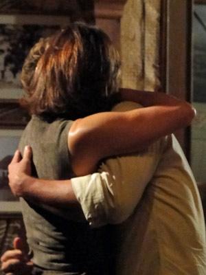 Amélia derrete-se pelo amada e aceita proposta