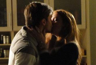Guilherme beija Alice e ela gosta