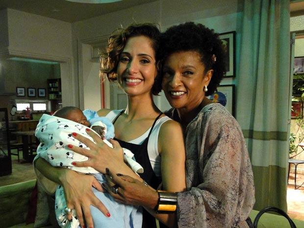 Elas são mãe e avó de Antônio na ficção