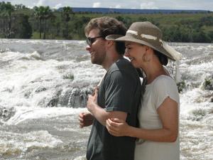 Juntos, admiram a beleza natural de Jalapão