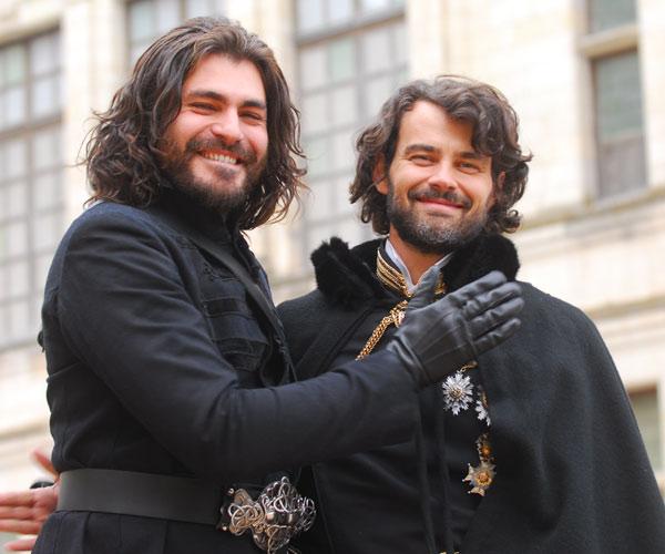 Thiago Lacerda e Carmo Dalla Vecchia estavam entre os atores que foram à França (Zé Paulo Cardeal/TVGlobo)