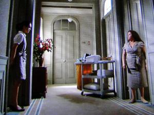Márcia é vista pela mãe após noite de amor