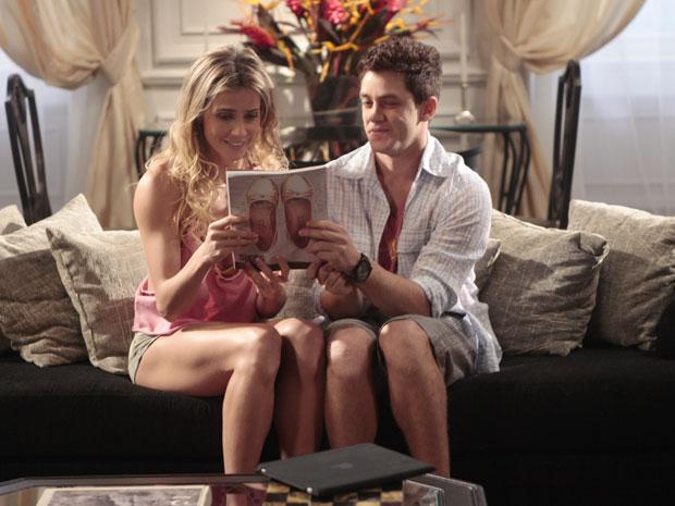 Natalie comemora com Roni capa de revista