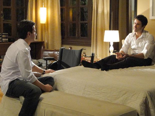 Pedro diz a Nando que vai se esforçar para ser motivo de orgulho para Marina
